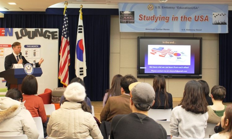 January 26, 2016 – Fulbright Distinguished Teacher Steven Taylor Wichmanowski conducts a program on Current Issues in American Education with Korean students at the American Center Korea (ACK) in Seoul.