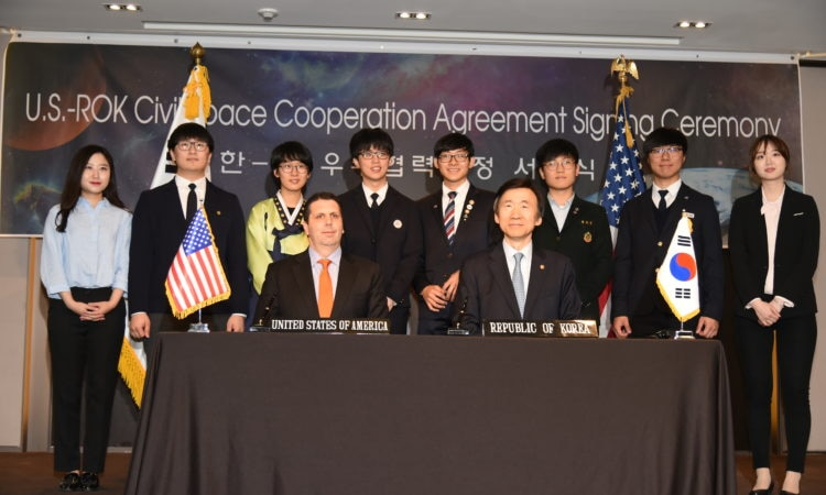 April 27, 2016 - Ambassador Mark Lippert and Foreign Minister Yun Byung-se at the 2nd U.S.-ROK Civil Space Dialogue signing ceremony on space cooperation.