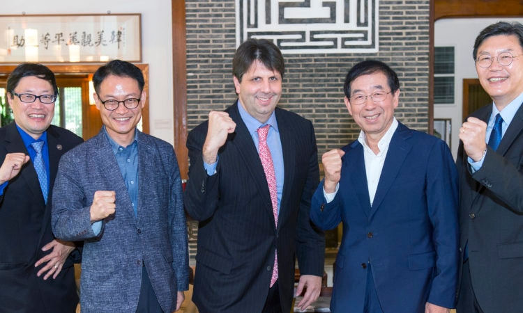 Ambassador Mark Lippert met with Seoul Mayor Park Won-soon and team along with Minister-Counselor for Public Affairs Robert Ogburn at Habib House.