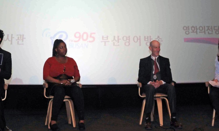 "Cultural Affairs Officer Discusses the Movie ""Hidden Figures"" With Busan's Moviegoers"