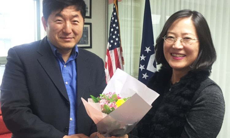 Consul Dae B. Kim presents a bouquet of flowers to Choi, Young Mi